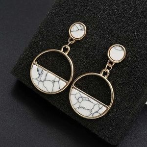 Jewelry - Geometric Circle White Faux Marble Earrings